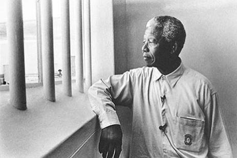 nelson_mandela_return_to_cell