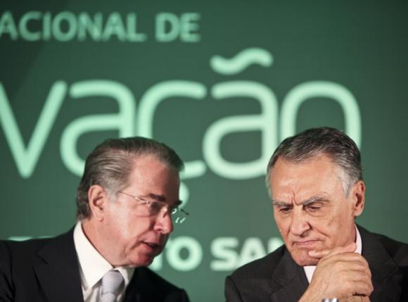 Investir nos amigos é seguro: http://www.tsf.pt/economia/interior/portugueses-podem-confiar-no-banco-espirito-santo-garante-cavaco-4038266.html